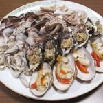 貝とタコの刺身